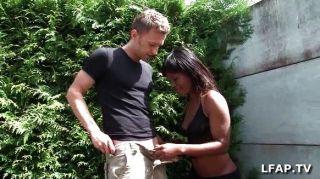 Garota negra francesa recebe seu burro batido