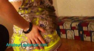 Adolescente grávida faz lapdance e tira