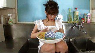 Aoi na cozinha afunda suas grandes mamas oleadas