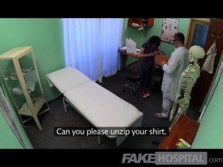 Doutor do fakehospital resolve a doença dos pacientes