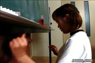Itsuki wakana dá um handjob agradável