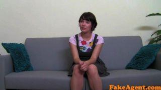 Fakeagent cute girl leva primeira vez facial