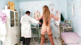 Viktorie kinky gyno pussy espéculo exame