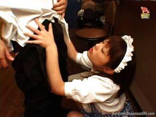 Maid bar japonês é fodido e cumloaded