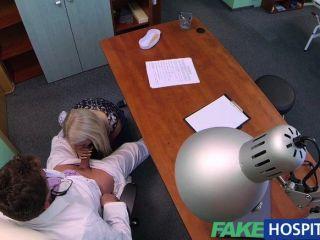 Fakehospital médicos sexy loira ovulação