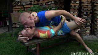 Horny twinks beijando e chupando