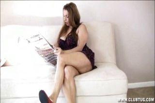 Big titted milf handjob na sala de estar