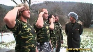Pintainho militar recebe soldados cum