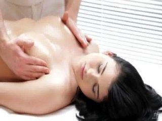 Filmes nubile massagem sensual se transforma em fuck quente
