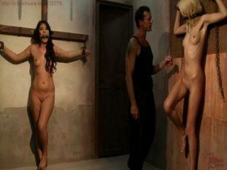 Menina escrava coletada, treinada, atormentada para leilão