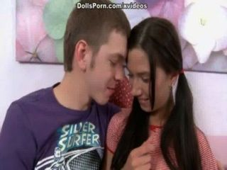 Vídeo de sexo quente com uma cena teen bombshell 1