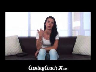 Casting sofá x legal age adolescente softball lançador pronto para pegar galo