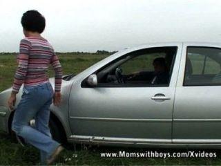 Conserte meu carro e me deixe chupar seu pau