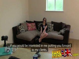 Fakeagentuk petite aussie chick recebe ação anal em fake casting