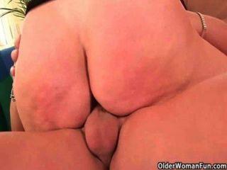 Vovó quer sua carga cum em seu corpo