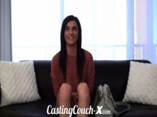 Casting sofá x menina tímida quer ser fodido em cam