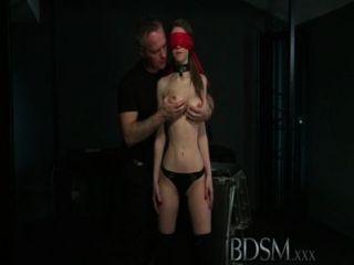 Bdsm xxx jovem grande breasted sub fica difícil anal de seu mestre