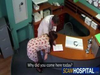 Médico se folla a su paciente enferma (por egf)