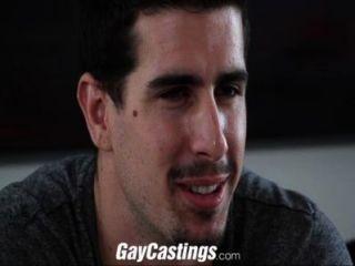Gay castings straight stud fodido em cam para o dinheiro