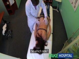Fakehospital paciente bonito foi preparado pela enfermeira