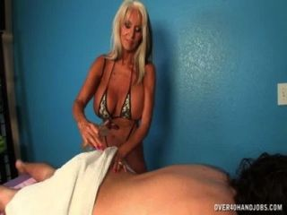 Madura massagem handjob