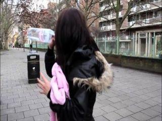 Pornxn british girl pissing em público