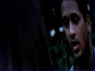 Desi faculdade menina seduzindo jovem menino em parque saree tira com telugu áudio