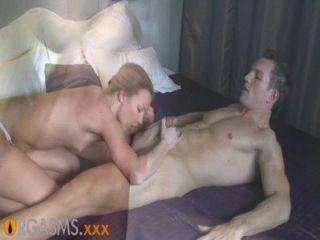 Orgasmos fino loiro gosta de preliminares apaixonados e fucking