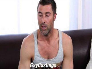 O jérsei do gaycastings gosta de começ despido na came