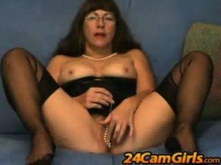 Pussy jogos em www.24camgirls.com