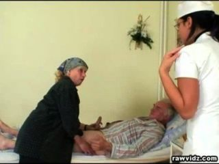 Enfermeira nubile recebe um show