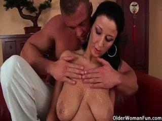 Mamã do futebol com grandes mamas fica fodida