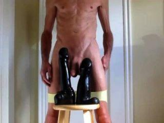 Minha calcinha para baixo e dois grandes dildos duplo anal