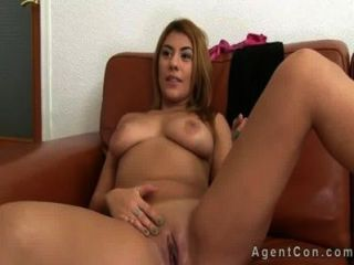 Busty babe com grande ass anal fucked on casting