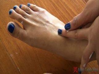 Striptease asiático e pé jogo