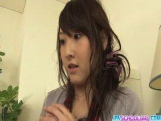 Sexo de grupo japonês com brinquedos enchimento shiori pussy