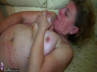 Oldnanny threesome agradável, senhora idosa e jovem casal têm sexo