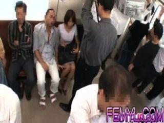Sexy milho asiático é fodido duro em um trem