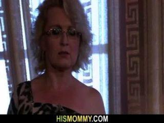 Ela é despertada por mamãe lésbica
