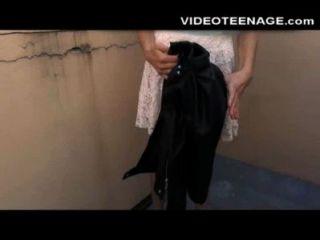 Adolescente tímida faz seu primeiro elenco pornô anal