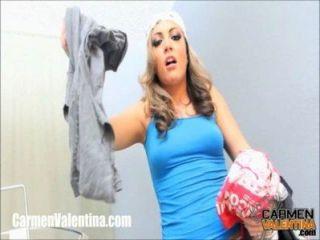 Cumslut carmen valentina recebe um facial no dia da lavanderia!