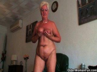 British, horniest, donas de casa, rather, masturbate, que, dusting