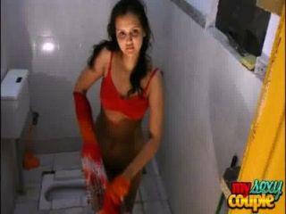 Casal amador indiano sonia e sexo hardcore ensolarado no chuveiro
