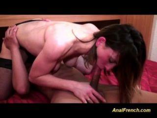 Adolescente francês é bom em mamada e anal