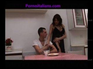 La figa della mamma vogliosa incesto italiano pussy mamãe craving incesti italia