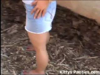 Aborrecido teen kitty quer que você brincar com ela
