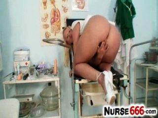 Quente loira lilith lee enfermeira uniforme e cunt em close ups