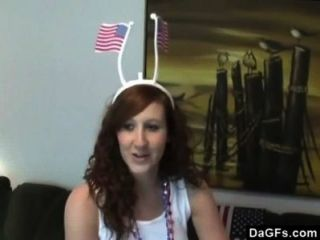Menina do patriota que fingering ela mesma para comemorar o dia da independência