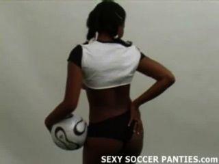Desportivo e exótico ebony ilha menina teasing