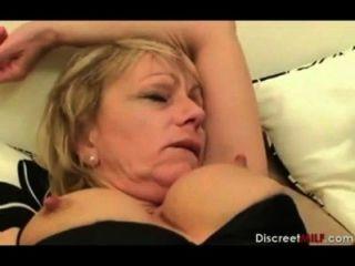 Mãe britânica acordar filho